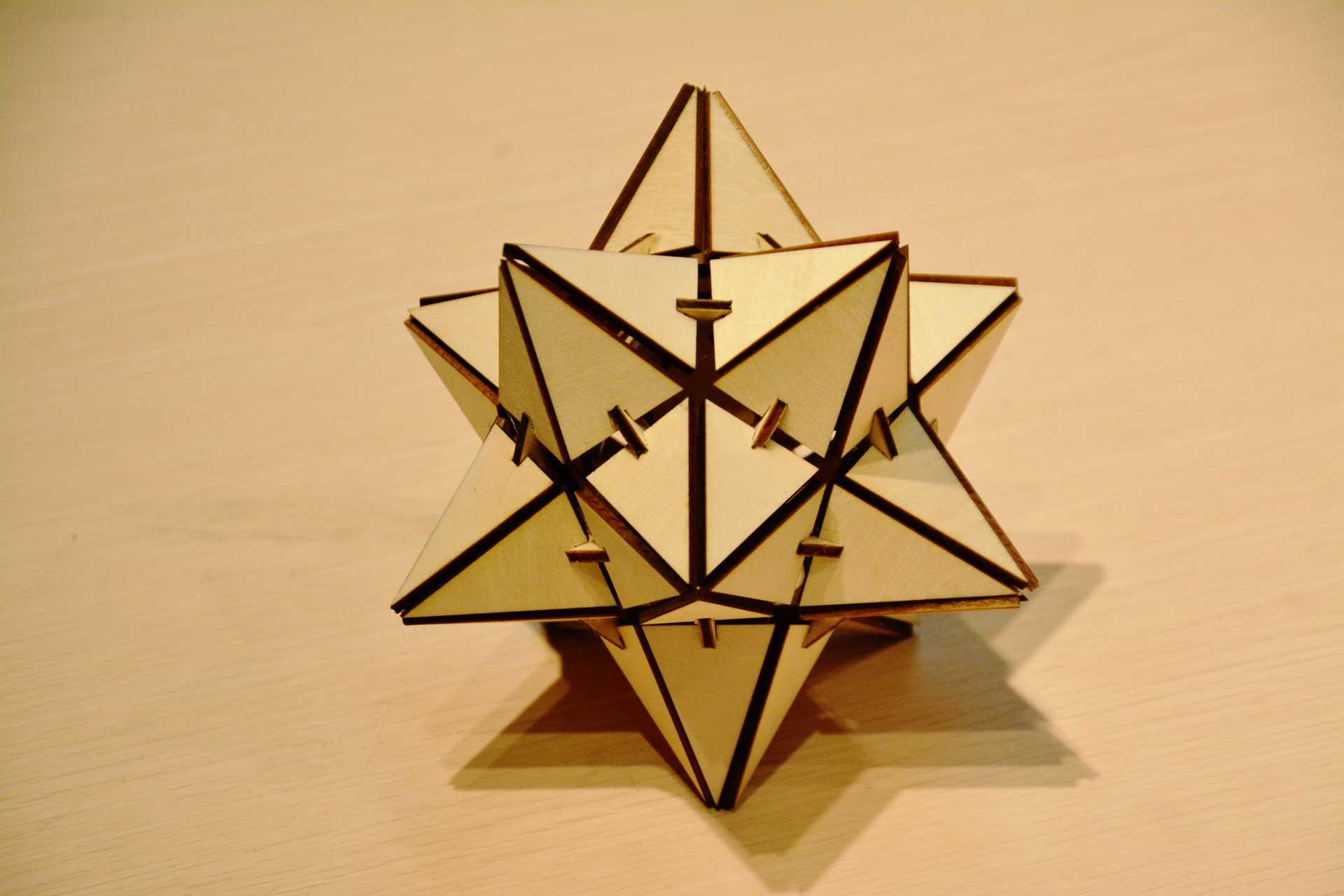 лазерна різання зірки деревини